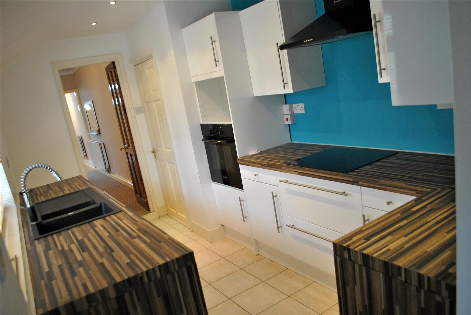 RECENTLY INSTALLED FITTED KITCHEN